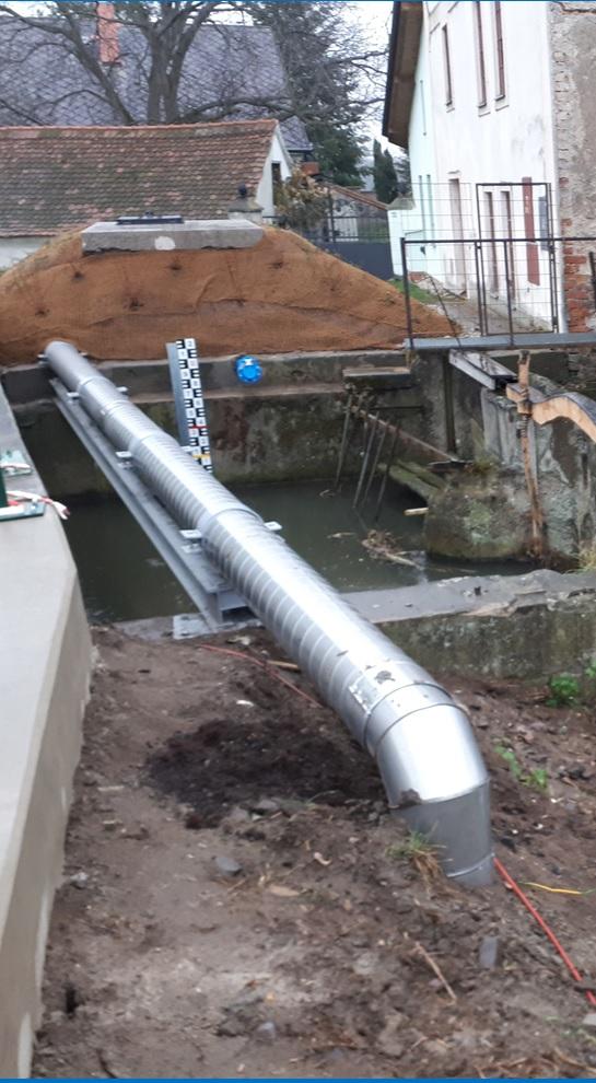 Potrubí s tepelnou izolací - přechod vodoteče
